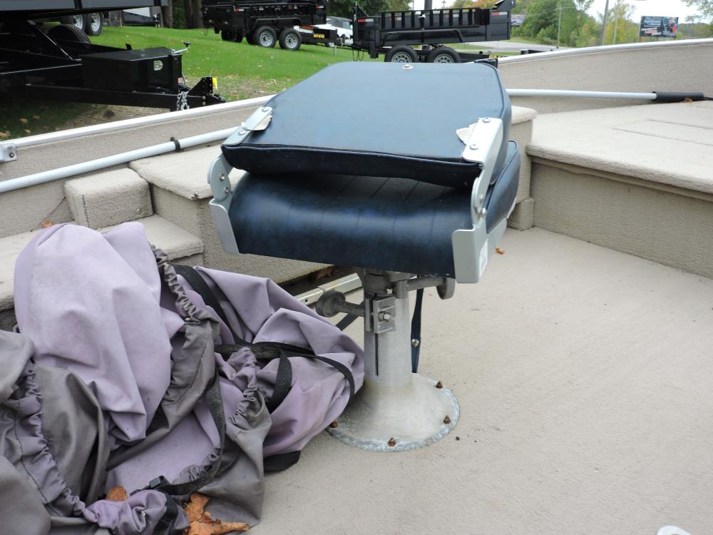 1979 Lund 15' Boat with motor  1990 Ez Loader Trailer