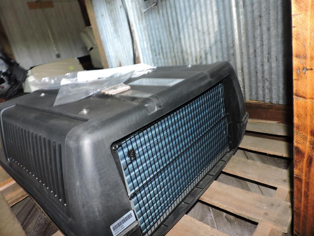 0 ATTWOOD ROOF AIR  CONDITIONER FOR RV